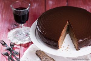 Rotwein-Hirse-Torte mit Zugabe von Braunhirse