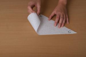 Spritztüten aus Papier falten und Desserts verzieren